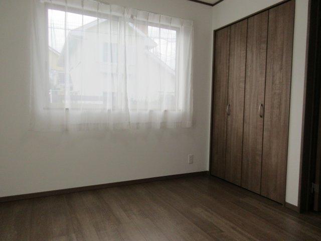 洋室(1)収納スペース