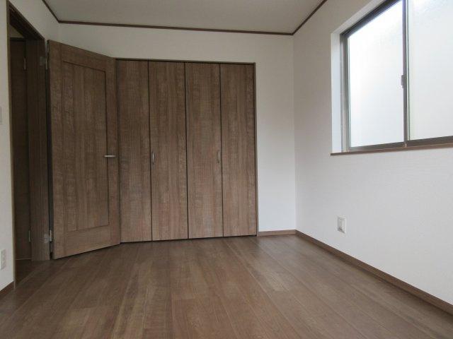 洋室(4)お洋服の多いお客様にもしっかり配慮しております。