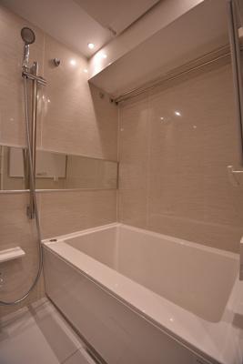 【浴室】サンパークマンション鶯谷 4階 角 部屋 リ ノベーション済