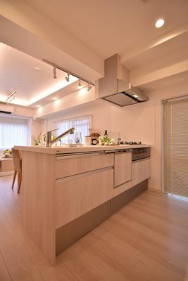 【キッチン】サンパークマンション鶯谷 4階 角 部屋 リ ノベーション済