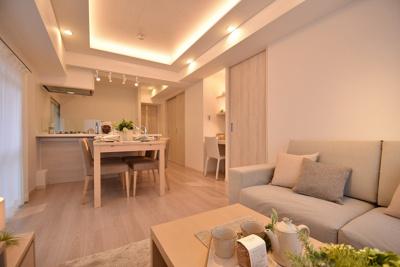 【居間・リビング】サンパークマンション鶯谷 4階 角 部屋 リ ノベーション済