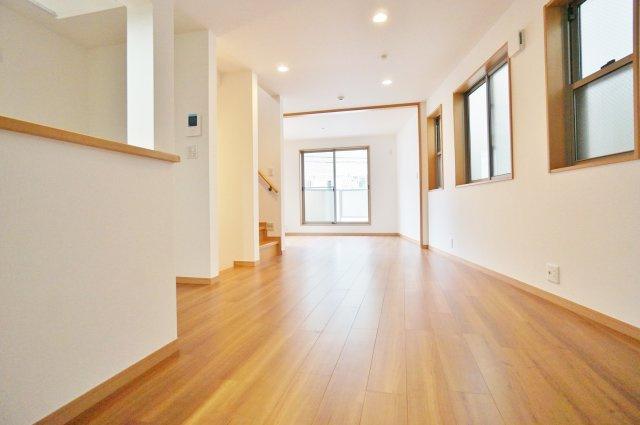 LDK18.3帖は4面開口の開放的な空間  足元から暖かい床暖房完備しております