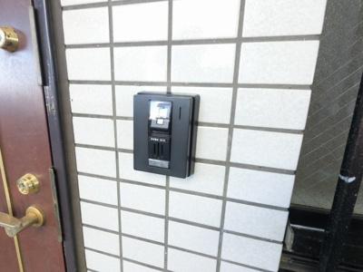 玄関扉ののインターホンです。
