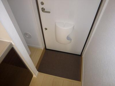 シューズボックスも付いて便利な玄関です