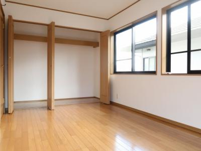 2階 洋室①8帖