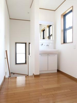 うれしい2階の洗面所 忙しい朝もすぐに使えます。