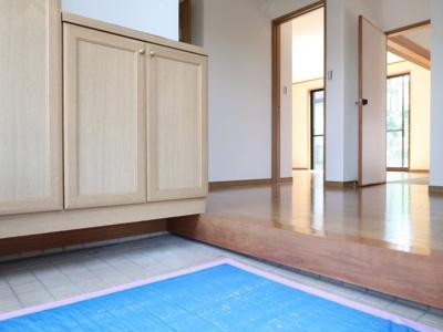 玄関は広く、下駄箱も沢山収納出来ます。