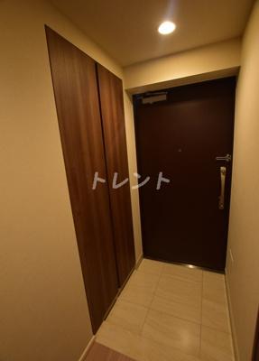 【玄関】リビオレゾン千代田岩本町ルジェンテ