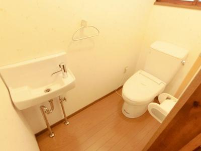 2階にもトイレがございます。