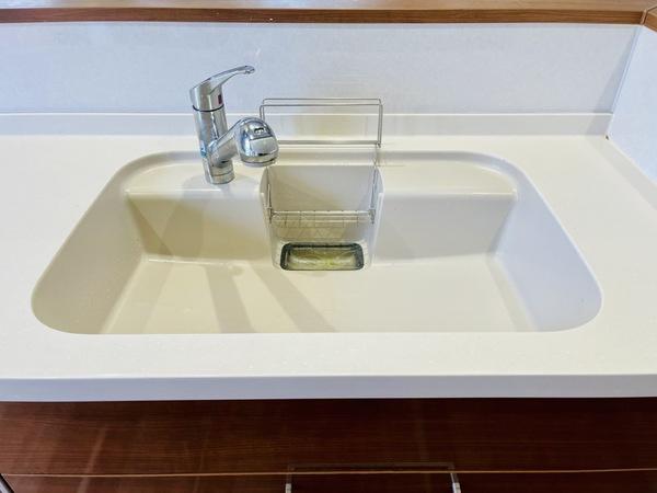 【浴室】窓があるので換気もすることができ浴室乾燥、暖房などの機能もついているので快適に過ごして頂けます。