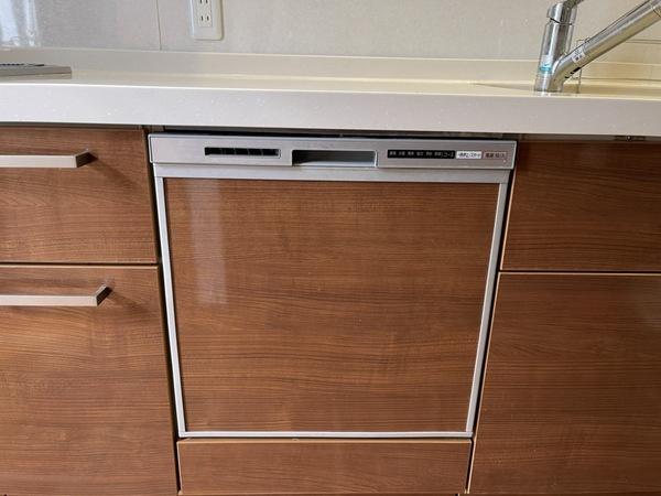 【キッチンシンク】浄水ボタンやシャワーノズル付きの広いシンクは家事の味方です。