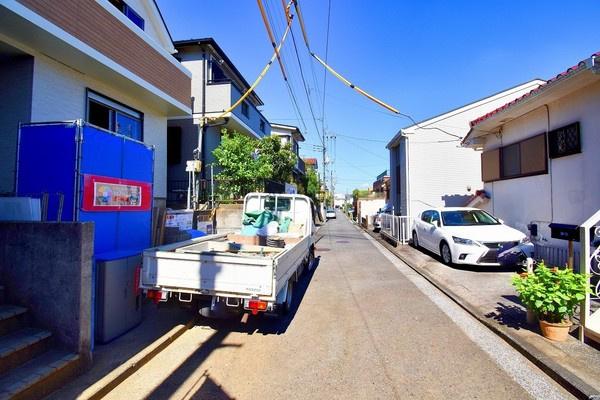 前面道路はの約4.4メートルあり、 駐車が苦手な方にも安心して駐車出来ます!