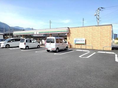 セブンイレブン増穂長沢新町店まで1800m