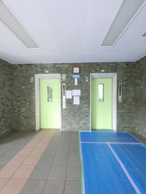 エレベーター2基ついています。 朝の通勤時間帯でもエレベーターが2基あるので安心ですね。