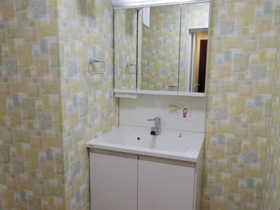 洗髪洗面化粧台(三面鏡)