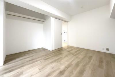洗面室には洗濯機置き場もあります。理想のお部屋にリフォームしたい、とにかく安く綺麗にしたい、リフォーム費用を住宅ローンで借りたい等お客様のご要望に合わせたご提案をさせて頂きます。