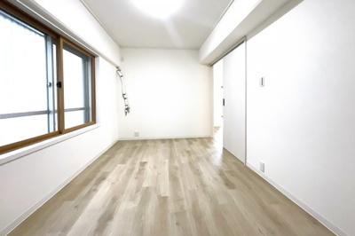《浴室暖房乾燥機付き》のお風呂は洗濯物が乾かせて大変便利です。都会のマンションだと大変助かりますね。