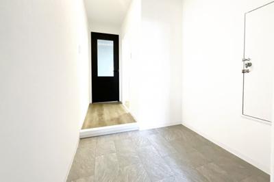 【駐輪場スペース】自転車置場約100台分:屋内ですので大切な自転車が雨にぬれずに助かります《自転車置場料金:2000円/年》
