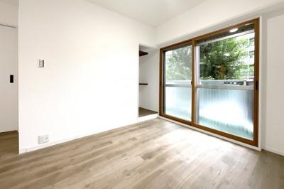 《和室6帖:東側》こちらはバルコニーが東側にあるお部屋です。大好きなペットと一緒に暮らせるマンションです♪