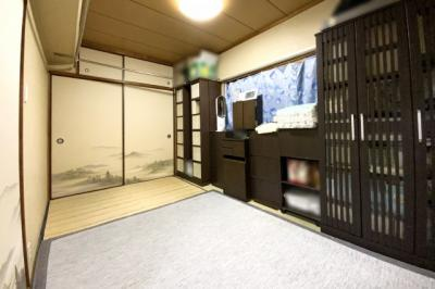 《和室6帖:西側》こちらのお部屋にも押し入れがあります。