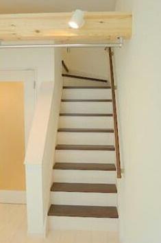 ロフトへの移動は階段式の為上り下りも楽々(同一仕様)