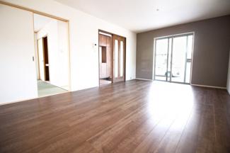 【4号地】クローゼットが2つあるこちらのお部屋は、バルコニーのある南向きのお部屋です。ご夫婦の寝室にいかがですか?