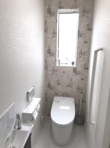手洗い付きの温水洗浄機能付きです。本日、建物内覧できます(^^)/住ムパルまでお電話下さい!