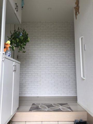 シンプルで落ち着いた玄関です。本日、建物内覧できます(^^)/住ムパルまでお電話下さい!