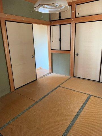 2階の6帖和室です。
