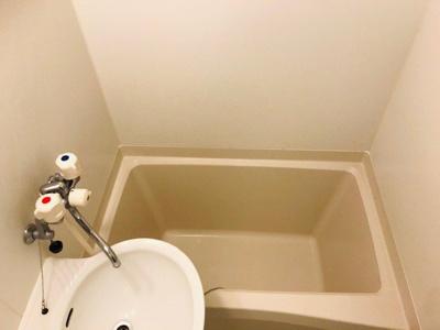 浴室内に洗面台も付いてます!