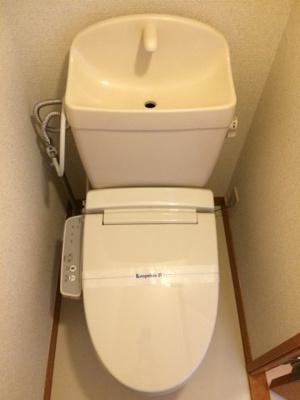 嬉しい温水洗浄便座付きです。