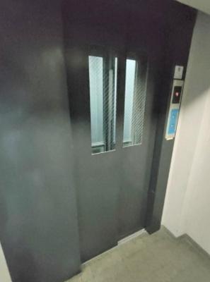 ビックハート浅草のエレベーターです。