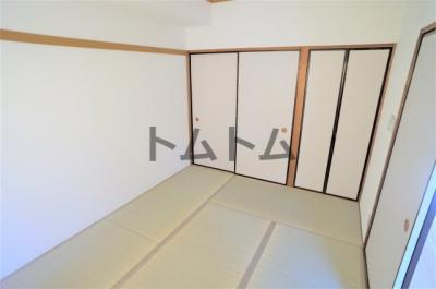 開放的な寝室です※別のお部屋の写真です。