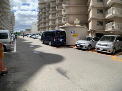 住居者用駐車場もあります。空き状況は要確認です。 月額16,000円〜
