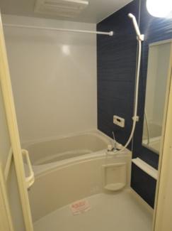 追い焚き機能と浴室乾燥機付きのリビングです。