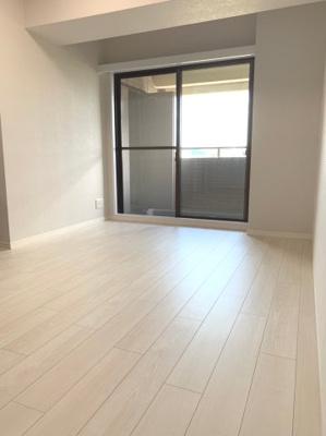 床材の色が白色なので、お部屋が明るい印象になります。