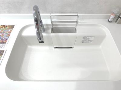 排水溝にゴミ受けがあるので、掃除が簡単に行えます。