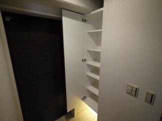 【玄関】六甲一番館