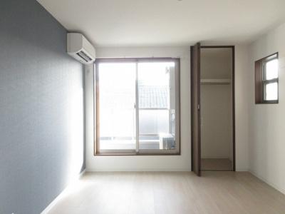 ※同アパート1号タイプの写真をモデルで使用しています