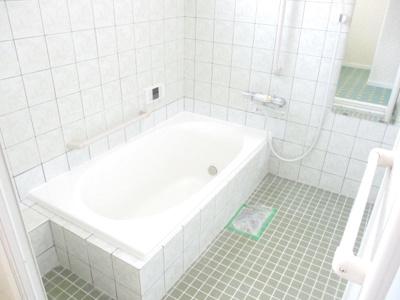 お風呂全体の空間も広く、ゆったりと入れます。