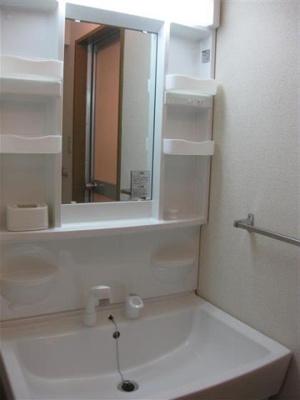 収納スペース付の洗面台です!!