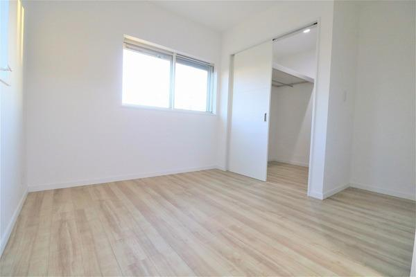 【洋室】 2階5帖洋室です♪