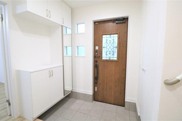【玄関】 広々とした大きなシューズボックスつき玄関です♪