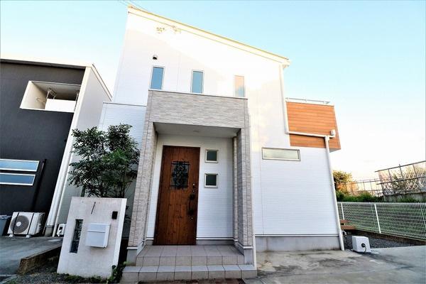 【外観写真】 平成28年建築のお家です。令和3年9月リフォーム済、ぜひ一度ご内覧ください♪