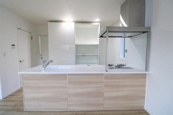 【同区画内写真】作業スペースも広々のキッチン♪
