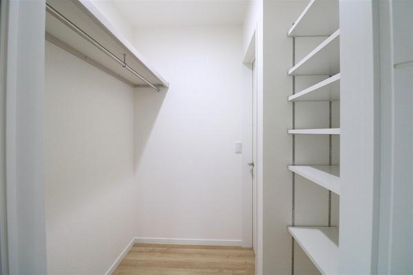 【納戸】 1階1.7帖の納戸です。たくさん収納できます♪