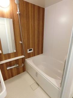 ユニットバスも新調され清潔感あるお風呂場が一日の疲れを癒してくれそうですね。