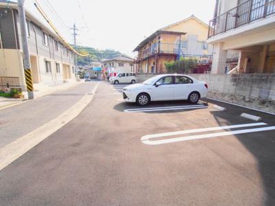 【駐車場】ホワイトリリー