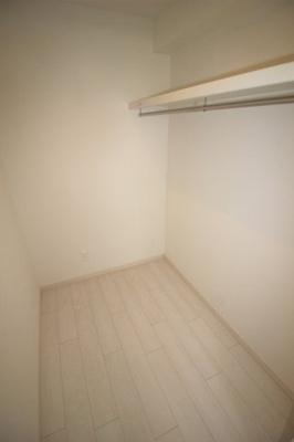 洋室(7.7帖)にあるウォークインクローゼットです。