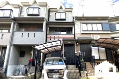 人気の『六地蔵駅』エリアで地下鉄・JR・京阪のアクセス可能(^◇^)通勤・通学に便利!《カーポート付》大型車の駐車スペースがあります!